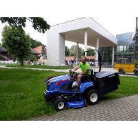 ISEKI SXG323+  fűnyíró traktor munka közben a Gyulai Várfürdőben