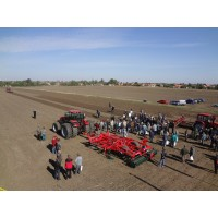 Nagy érdeklődéssel zárult az Alfa-Gép Kft. és az Agro-Békés Kft. közös MTZ bemutatója...