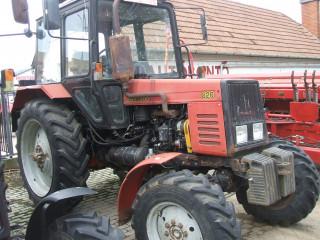 Traktorok, pótkocsik