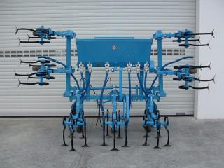 OMIKRON ORS/OMS M sorközművelő kultivátor 300kg-os műtrágyaszóró adapterrel